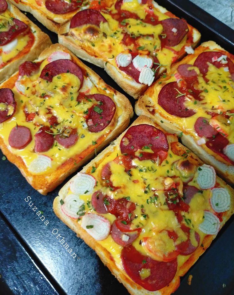 sebuku roti terletak elok atas meja tak terusik jadikan pizza sekelip mata  lesap masuk Resepi Kek Lapis Cheese Bakar Enak dan Mudah