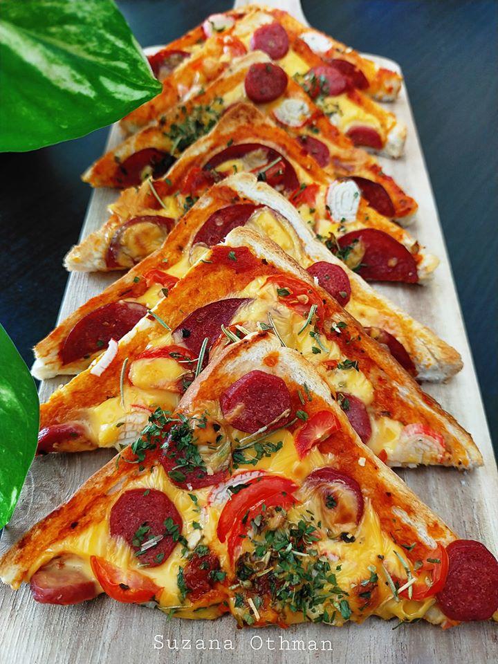Sebuku Roti Terletak Elok Atas Meja Tak Terusik, Jadikan Pizza Sekelip Mata Terus 'Lesap' Masuk