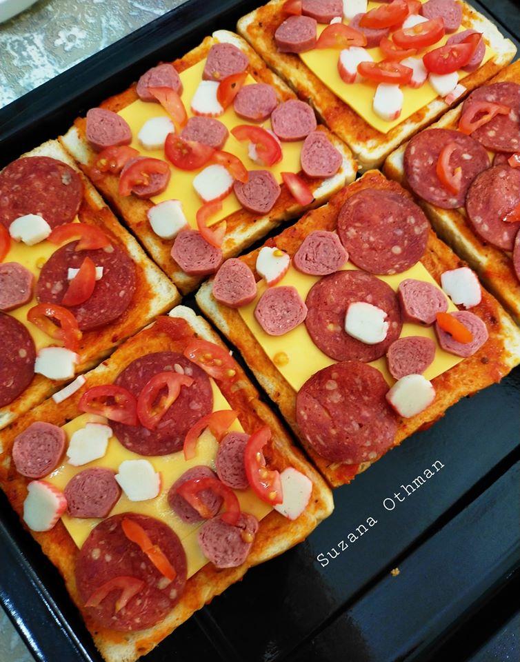 sebuku roti terletak elok atas meja tak terusik jadikan pizza sekelip mata  lesap masuk Resepi Roti Kering Enak dan Mudah