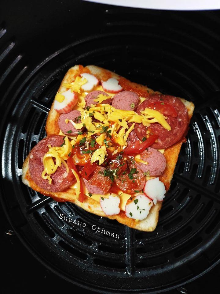 sebuku roti terletak elok atas meja tak terusik jadikan pizza sekelip mata  lesap masuk Resepi Sos Pasta Homemade Enak dan Mudah